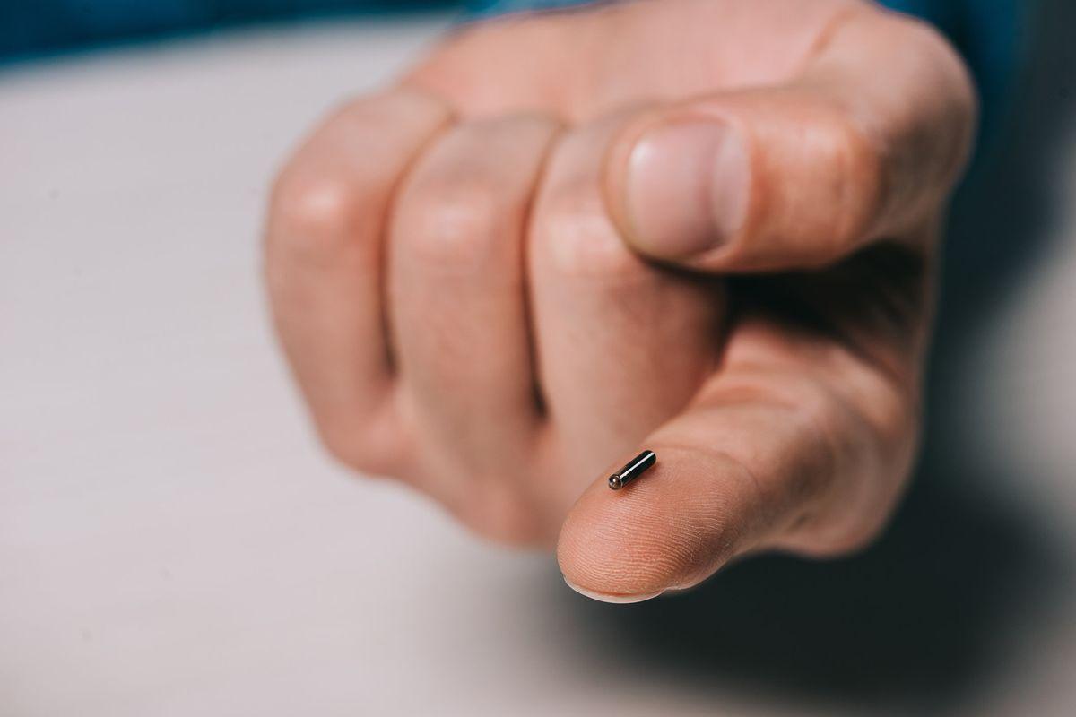 Un video racconta la vita da sorvegliati di chi ha innestato un biochip sottopelle