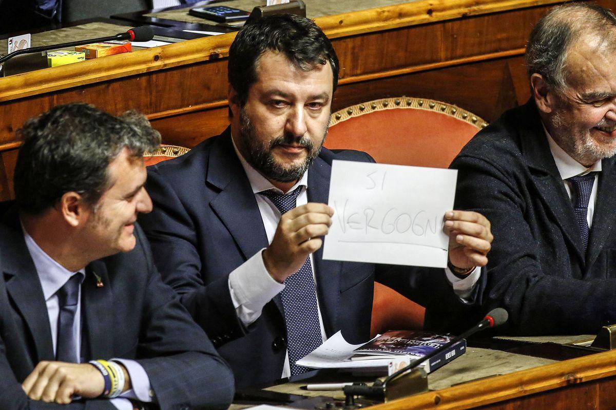 Conte agita le carte e attacca Salvini. Ue e Lega lo sbugiardano in diretta