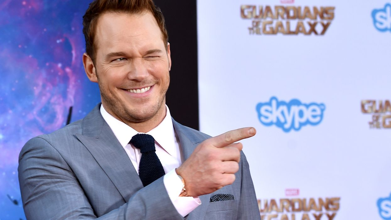 Chris Pratt forced to publicly apologize for drinking out of a water bottle
