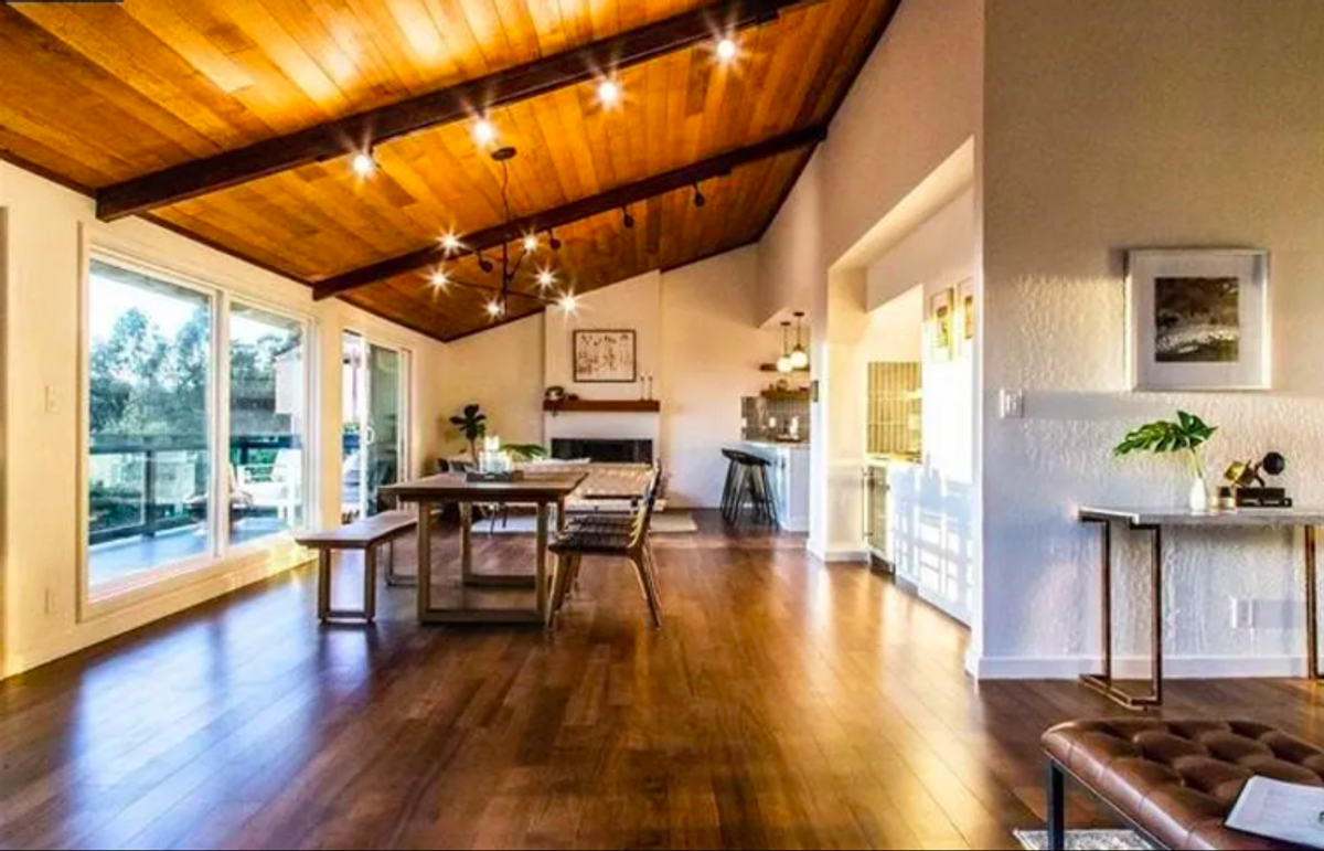 Midcentury-style Oakland Hills home with racquetball court and views asks $1.4 million