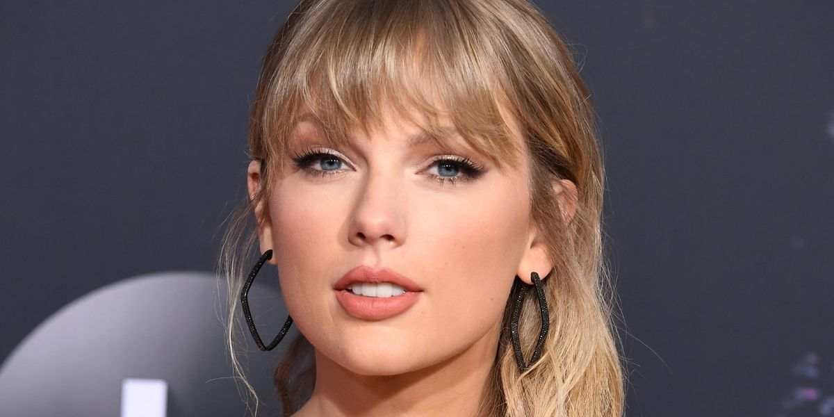 Taylor Swift Is Finally Putting Out A New Christmas Song