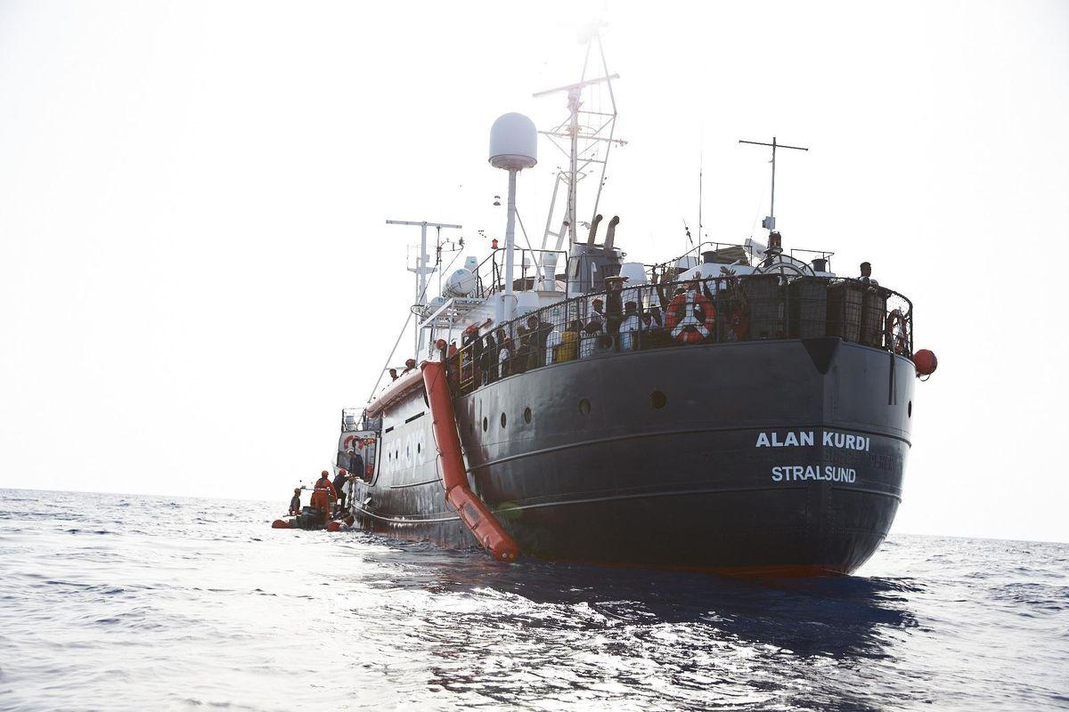 I successi di Giuseppi sull'immigrazione. La Alan Kurdi sbarca altre 32 persone