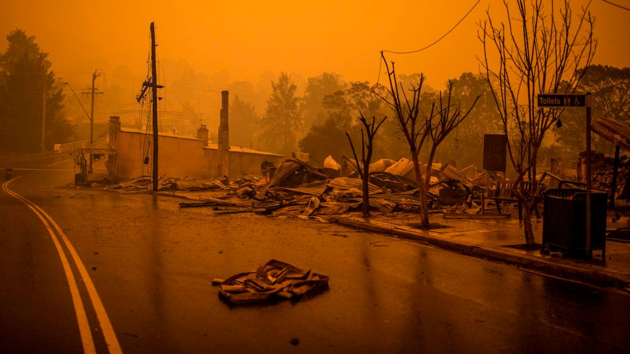Australia Wildfire Forces 4,000 to Flee to Sea