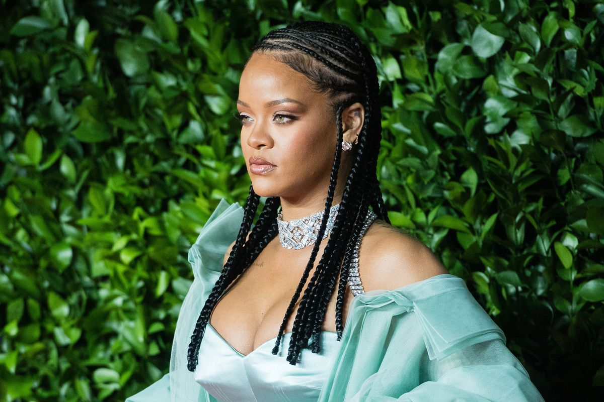 Rihanna Teases Fans About the 'R9' Release