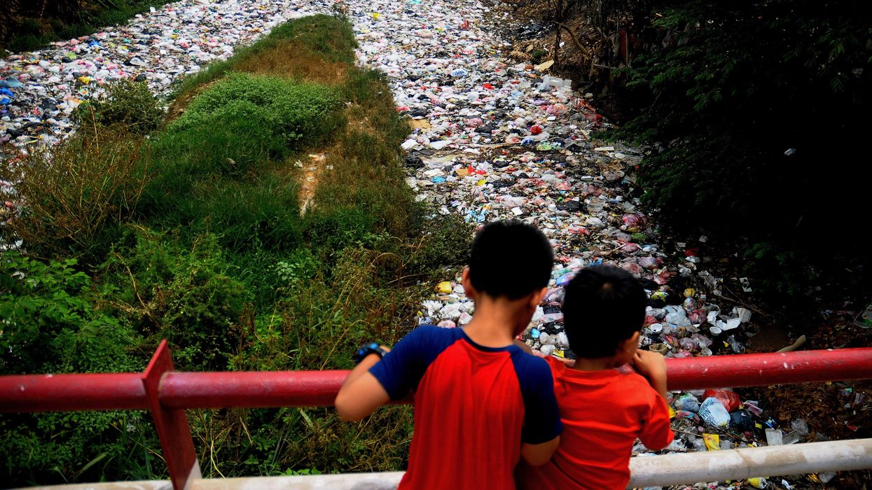 Garbage Café Gives Free Food for Plastic Waste in India