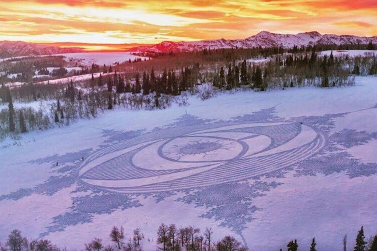 60-year-old walks for hours on end to create epic snow art with just his feet