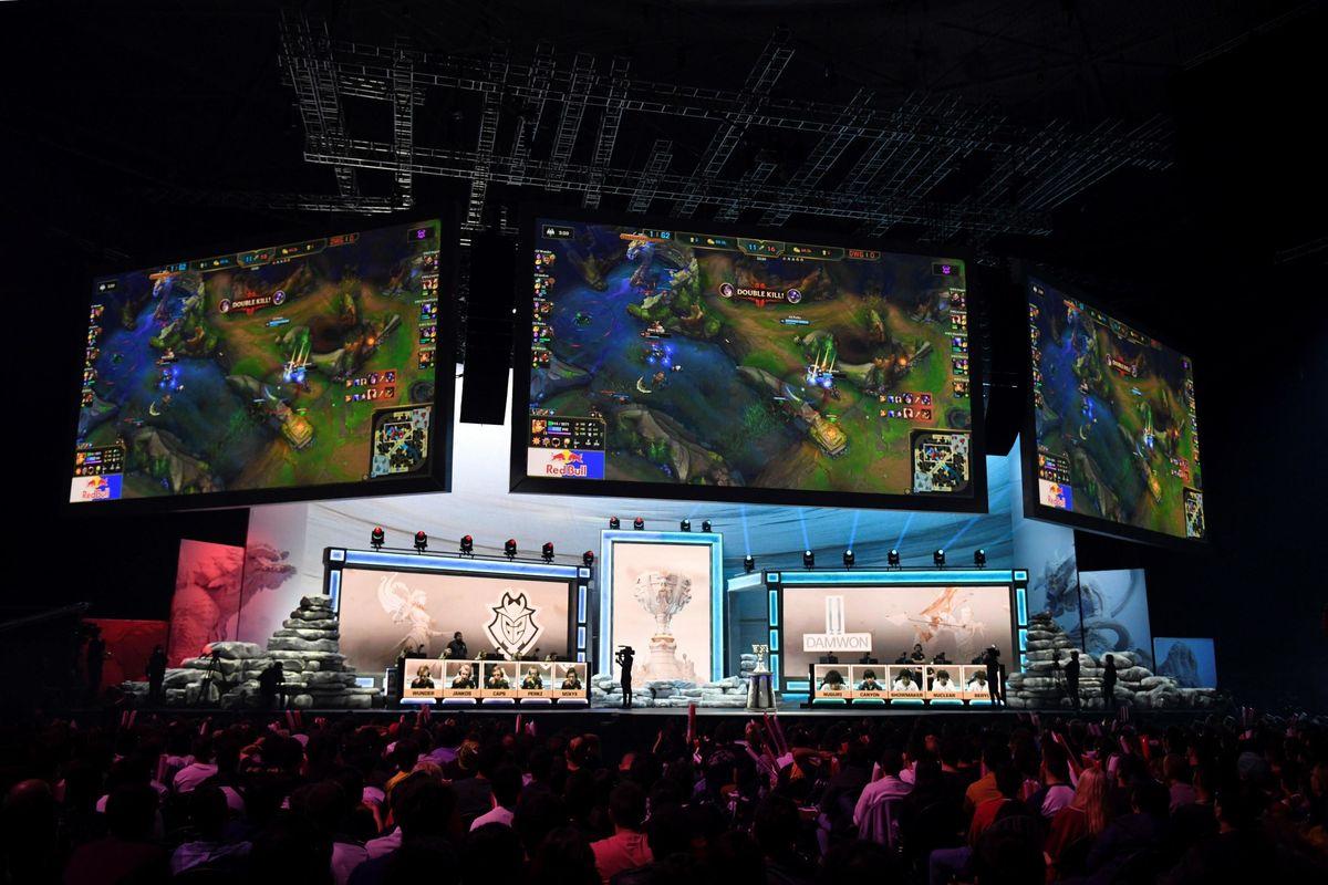 Coca Cola e Red Bull adesso sponsorizzano i campionati di videogiochi