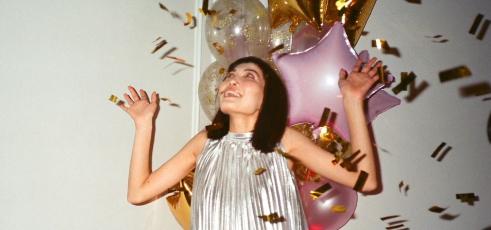 7 New Year's Eve Gifts To Get Your Girlfriend, If You Want To Begin 2020 With A Surprise