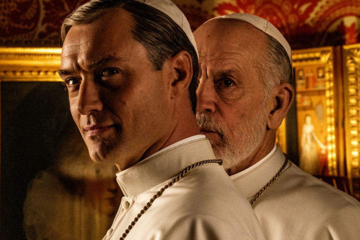 Sorrentino visionario (ma non troppo) mette in scena San Pietro con due Papi