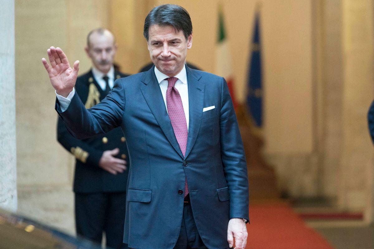 Giuseppi schiera le truppe. L'Europa lo lascia solo