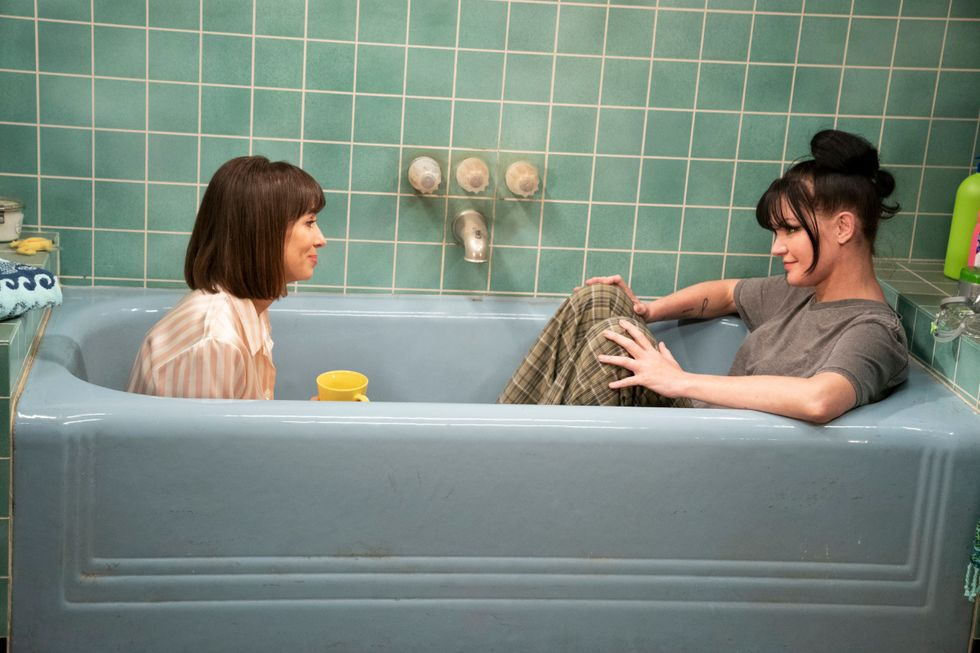 Pauley Perrette sitting in a bathtub in the pilot episode of new CBS sitcom Broke.\u200b