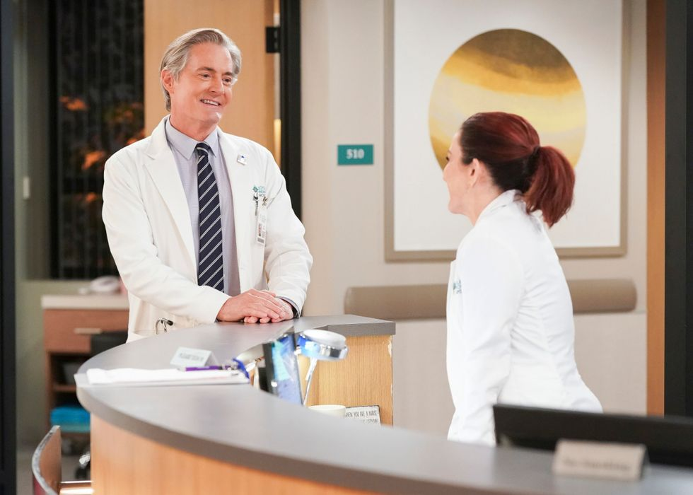 Kyle MacLachlan as Dr. Stepen Frost and Patricia Heaton as Carol Kenney in CBS sitcom Carol's Second Act.