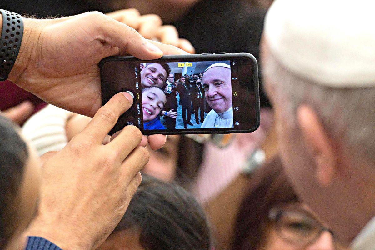A un cattolico non serve diventare l'avvocato d'ufficio del Pontefice