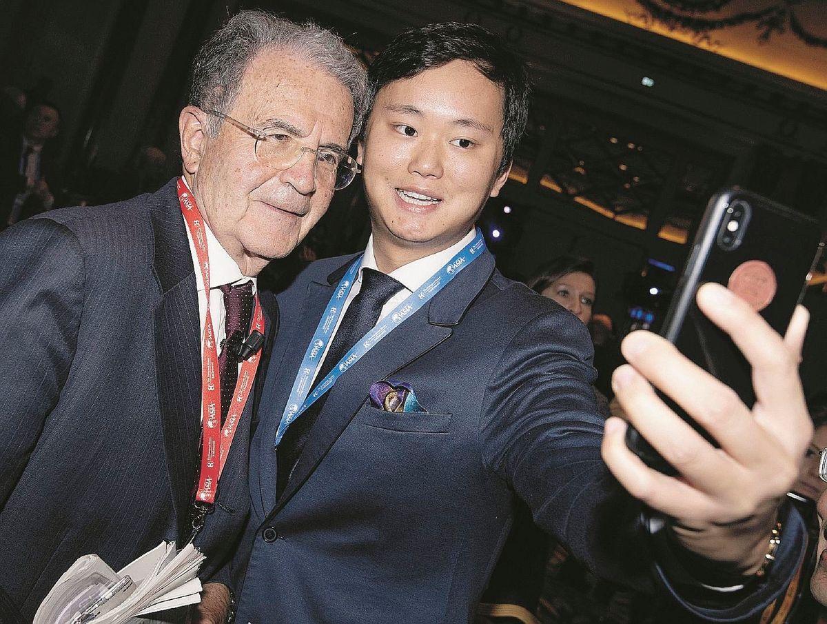 Prodi esulta: lavoratori italiani come i cinesi