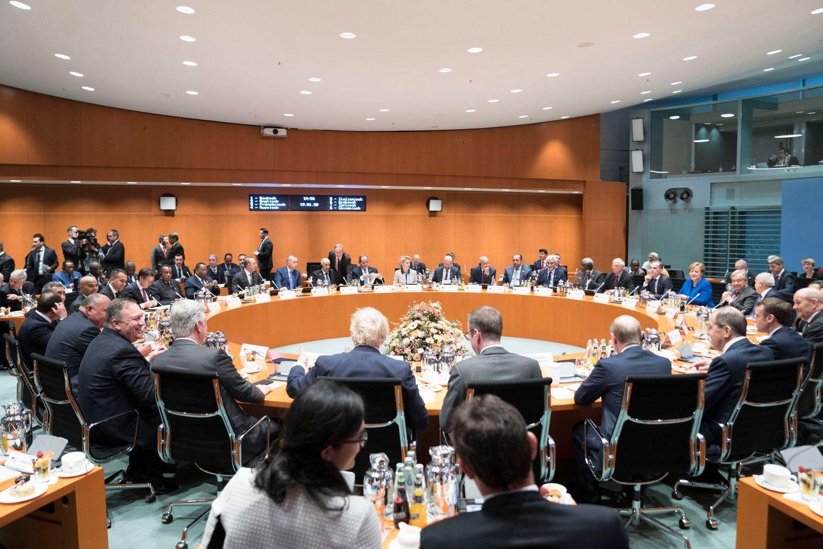 I leader della Libia non si parlano a casa della Merkel. Pace più lontana