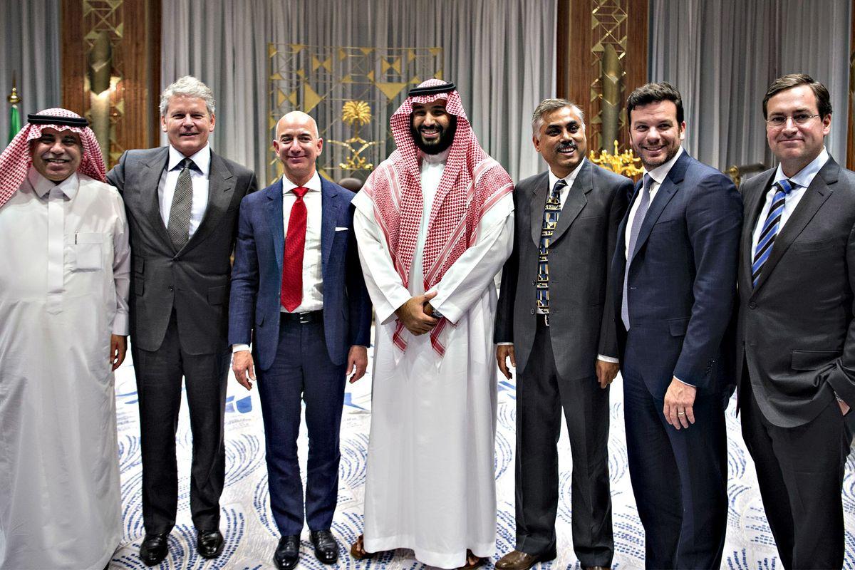 «Bezos è stato hackerato dai sauditi». Guerra di 007 tra Amazon e gli emiri