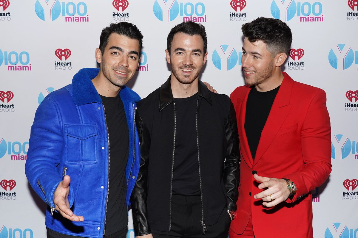 Watch Jonas Brothers Recreate an Iconic Kardashian Fight