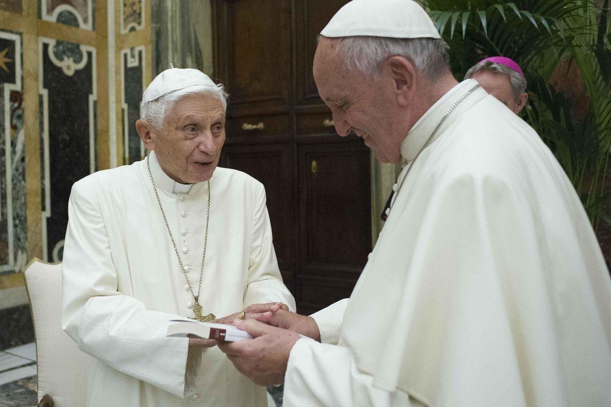 Ratzinger si toglie il bavaglio