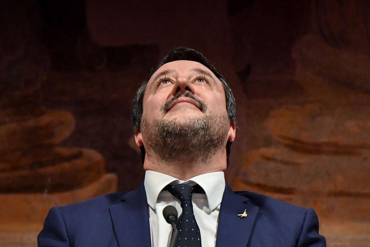 Allarme bomba a Bibbiano. E il Pd subito lo sfrutta per mettere a tacere Salvini