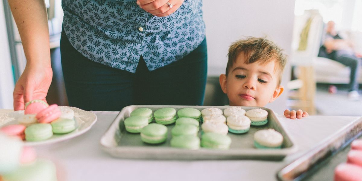 10 positive phrases to help your kids eat less sugar