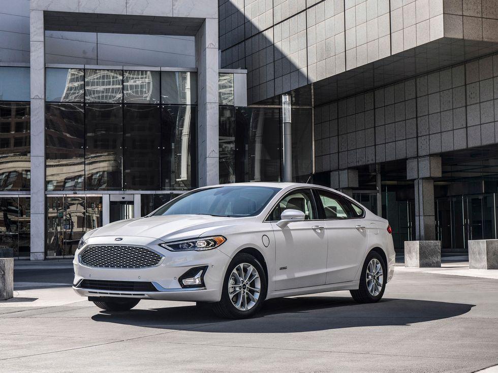 \u200b2019 Ford Fusion in White Platinum