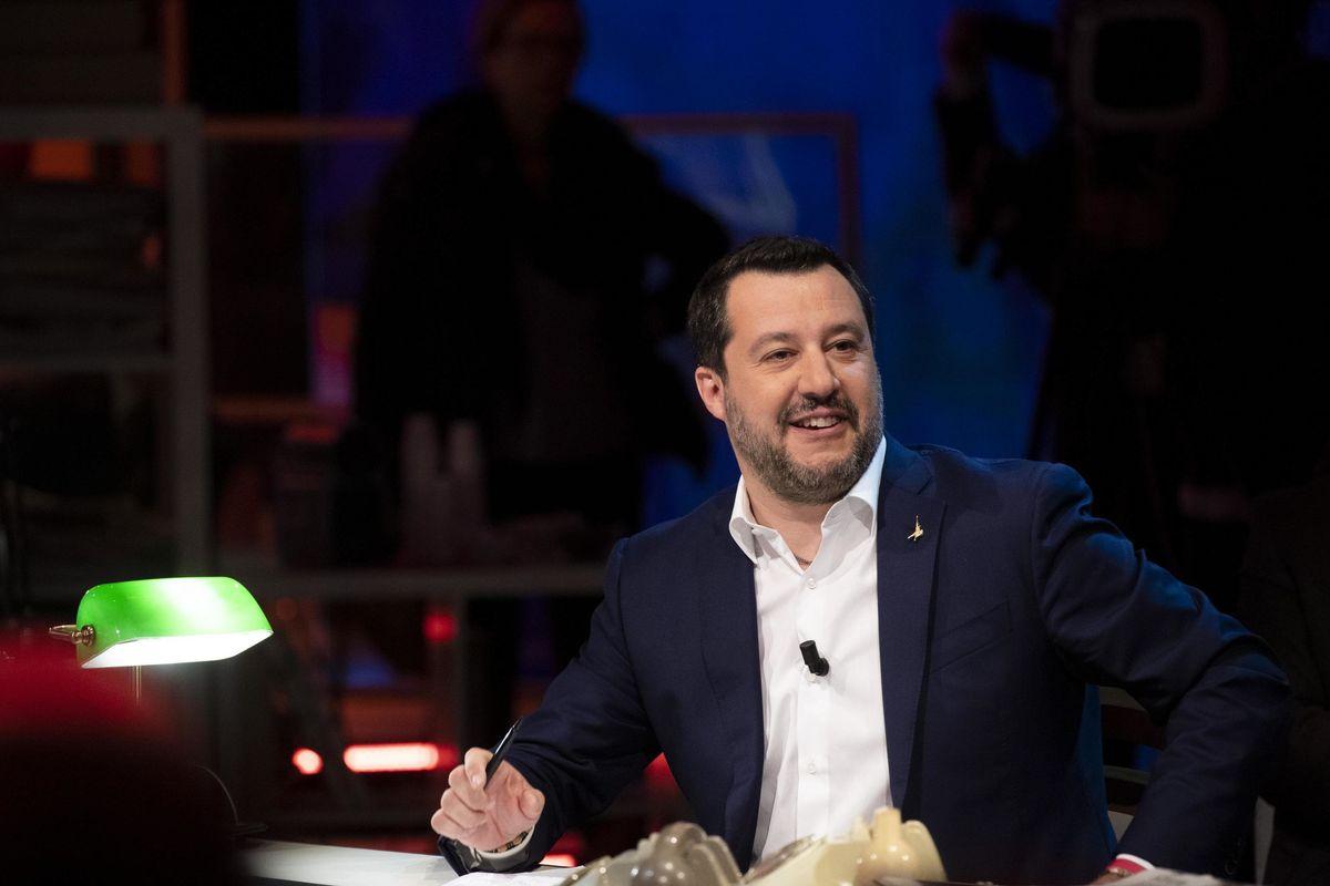 Salvini a testa bassa: «Chiudere i confini di terra, mare e aria»