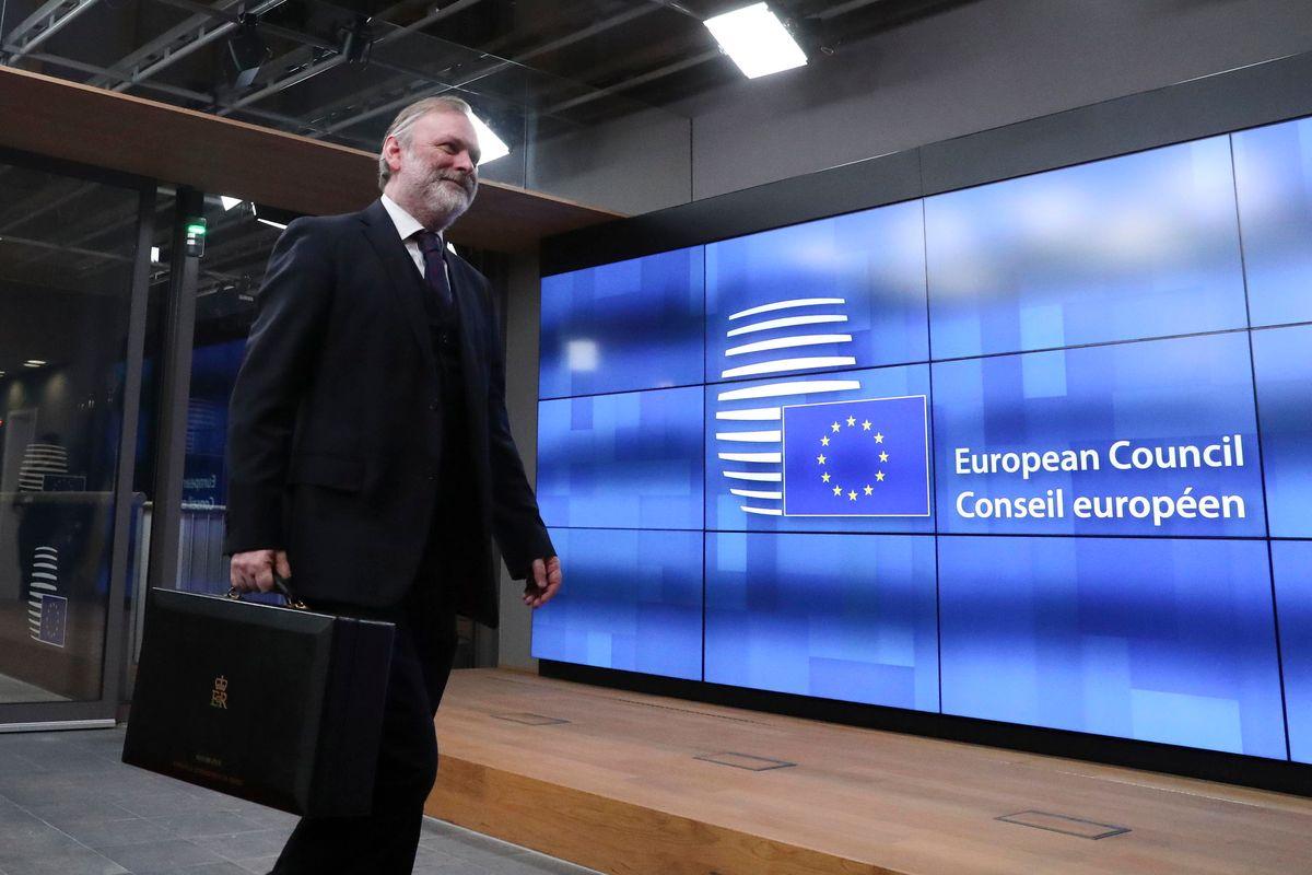 Le lobby d'Europa che ci fanno verdi. Quei 25.000 incontri (13 al giorno) con i commissari di Bruxelles
