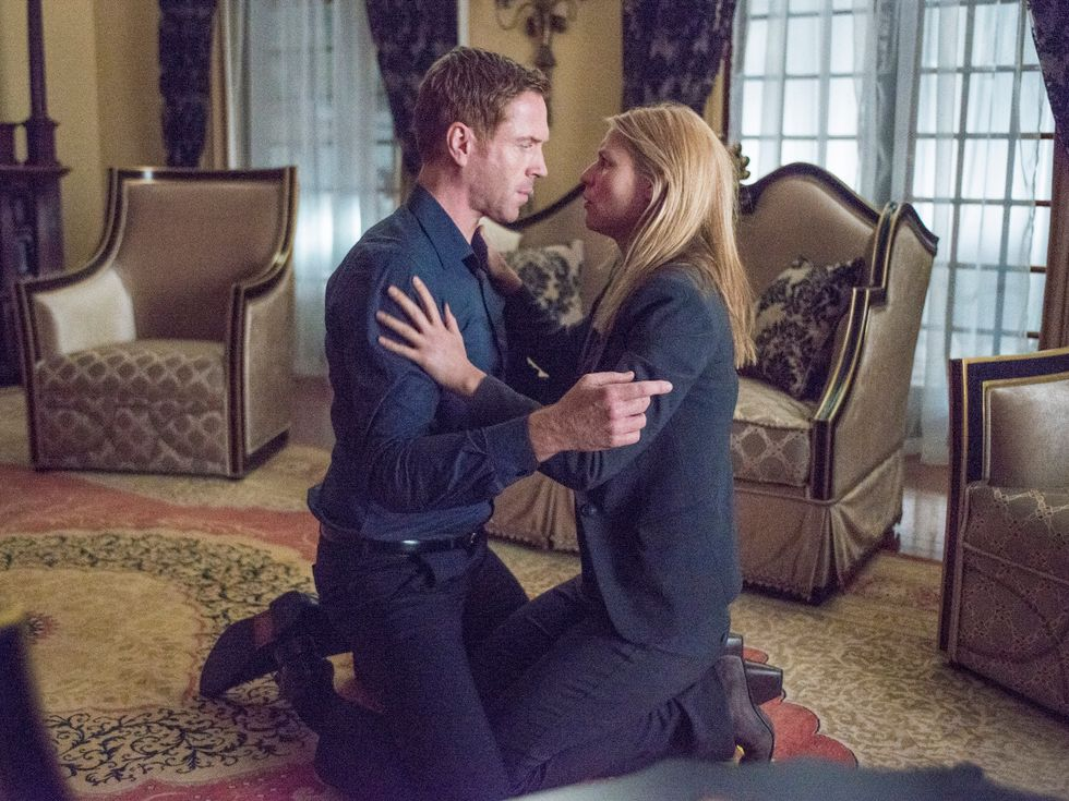 Damian Lewis and Claire Danes embracing.