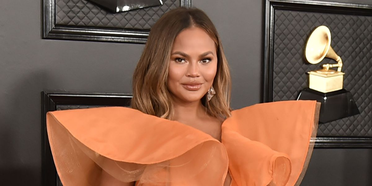 Chrissy Teigen Responds to Butt Photoshopping Accusations