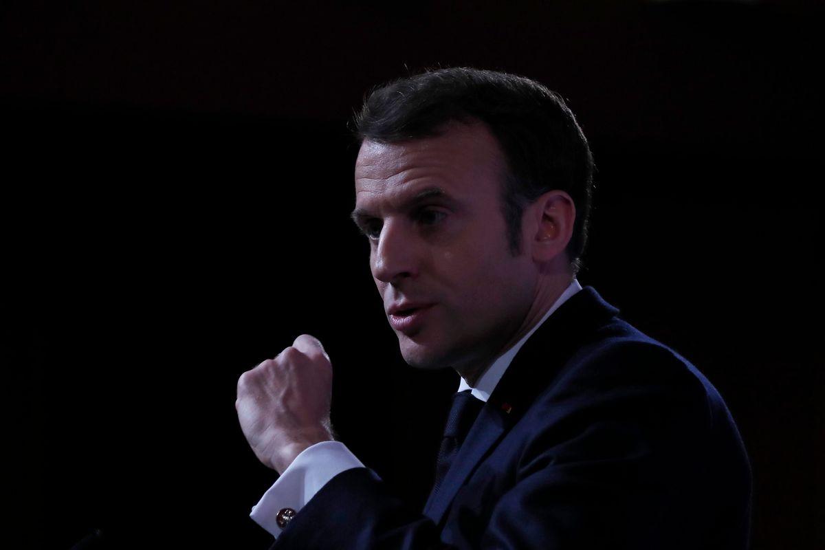 Macron gioca al dottor Stranamore perché l'atomica lo manda in bolletta