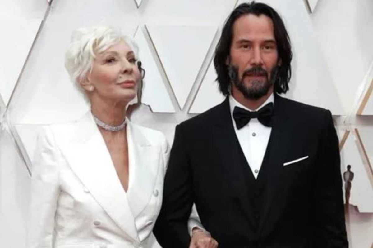 Keanu Reeves wins 'Best Son' on the red carpet for bringing his mom to the Oscars