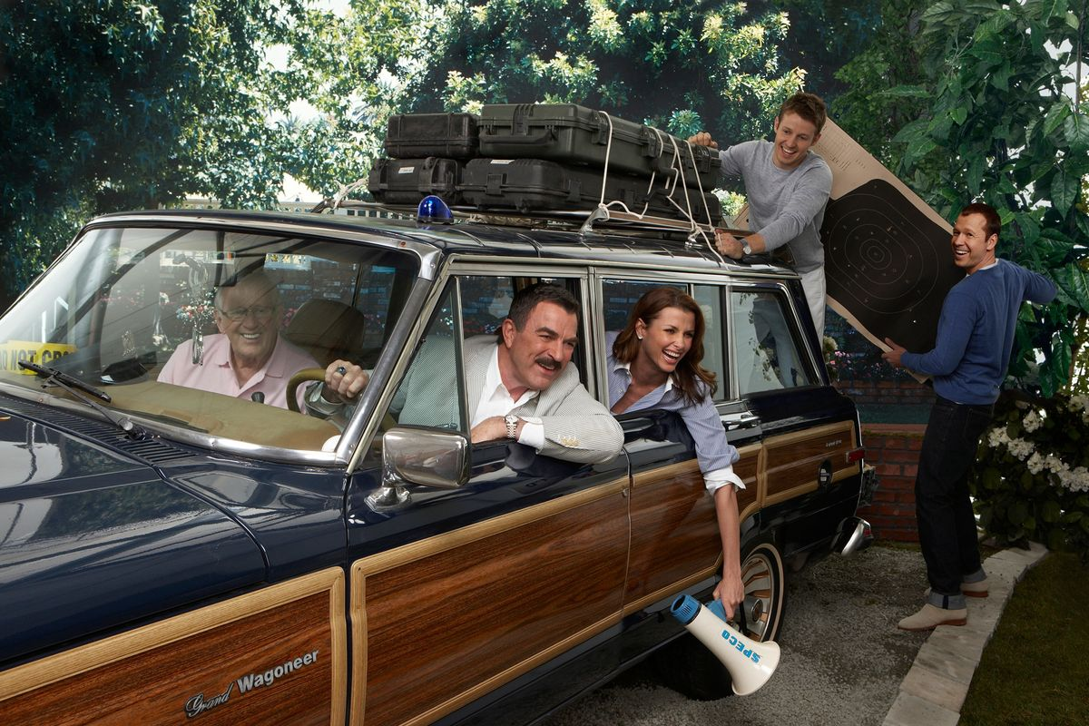 Cast of Blue Bloods packing up a station wagon