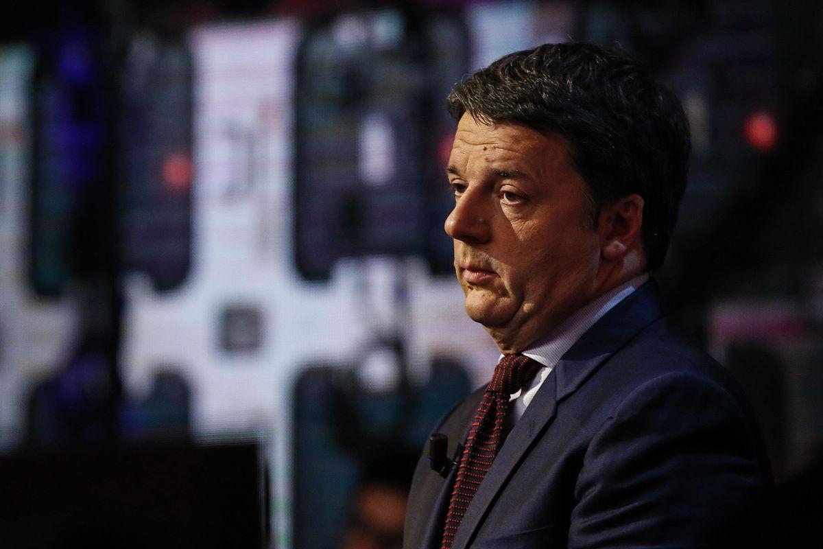 Renzi batte i pugni, però è disperato e cerca una sponda nel centrodestra