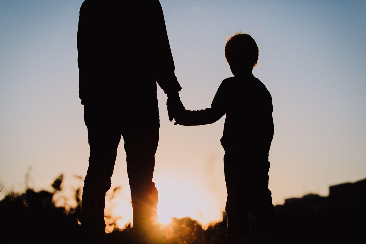 Papà assediato dai servizi sociali: «Vogliono portare via i miei figli»