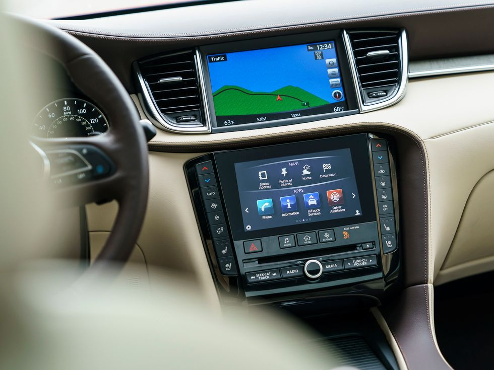 Dual screen infotainment system