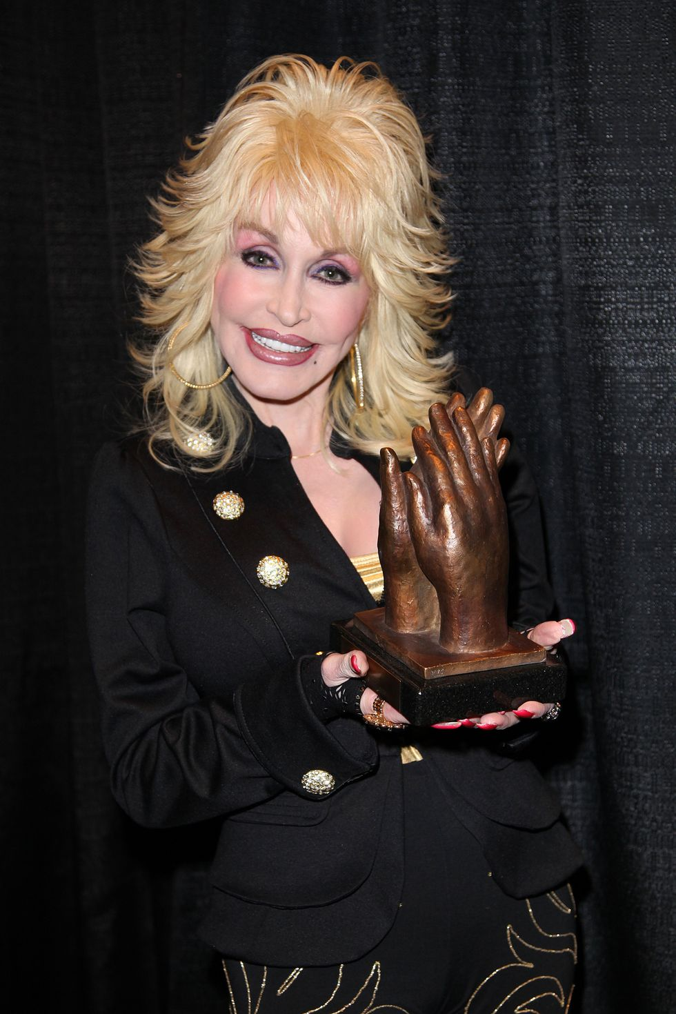 The #DollyPartonChallenge Is Taking Over The Internet