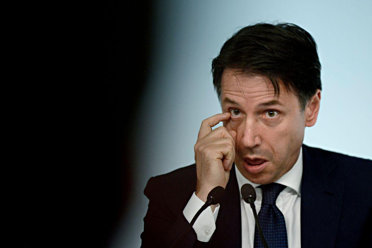 Conte si prepara al terzo governo e strizza l'occhio a Forza Italia