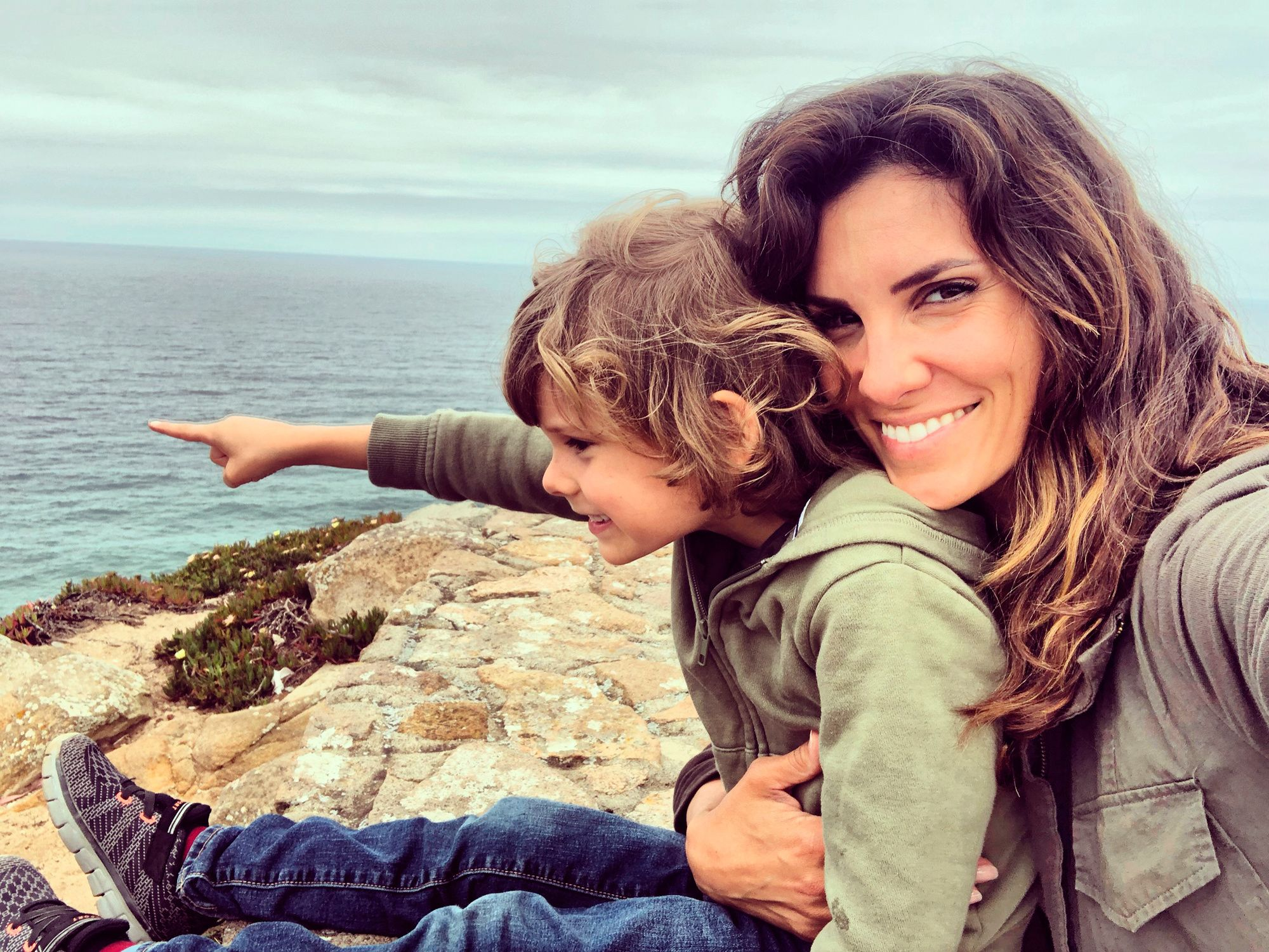 Daniela Ruah and her son by the seaside.
