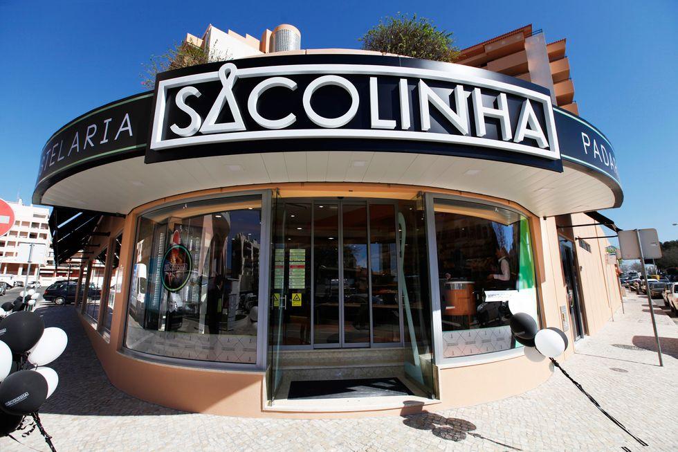 Sacolinha coffee shop exterior.