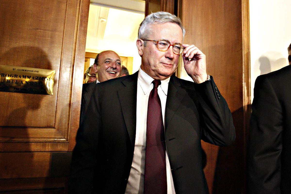 «Il referendum pensiona le Camere. Folle che decidano chi issare al Colle»