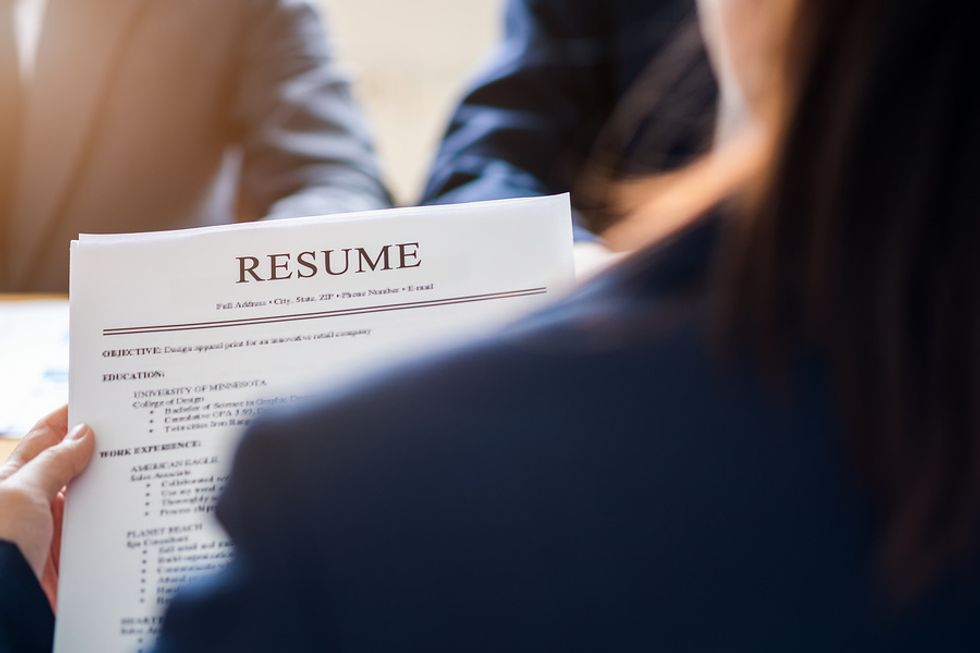 Women reads a resume with good punctuation