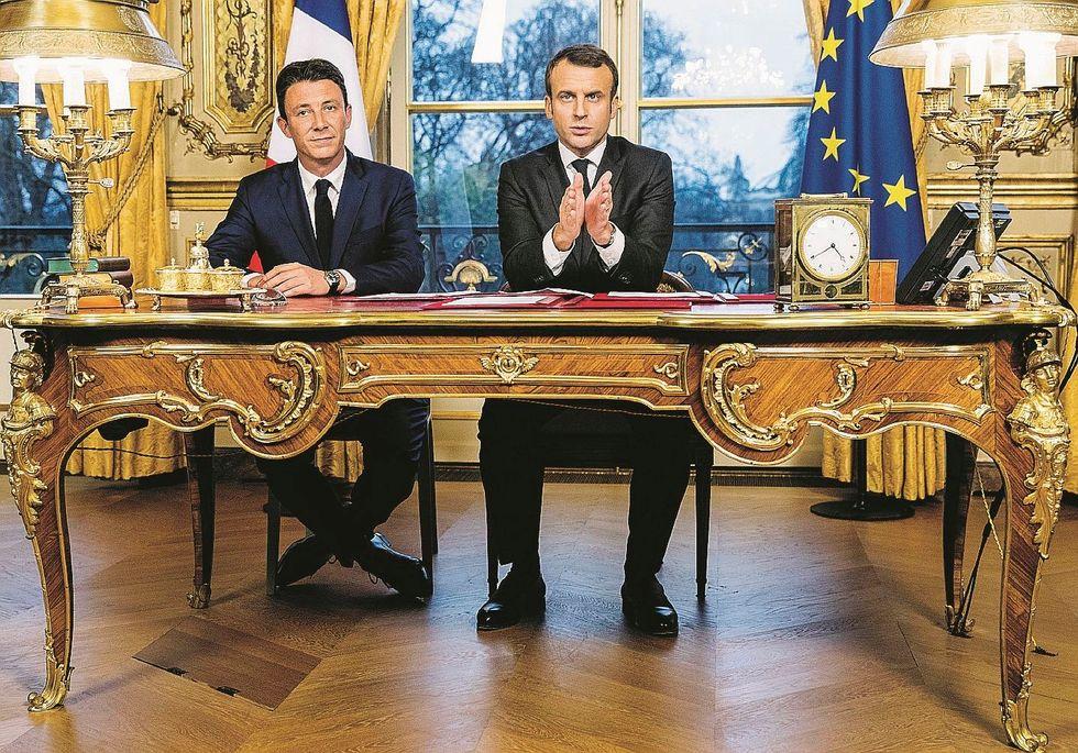 Macron dai gilet gialli alle luci rosse. Il suo candidato cade sui video porno