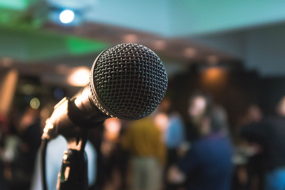Here's How You Can Become A Pro At Public Speaking