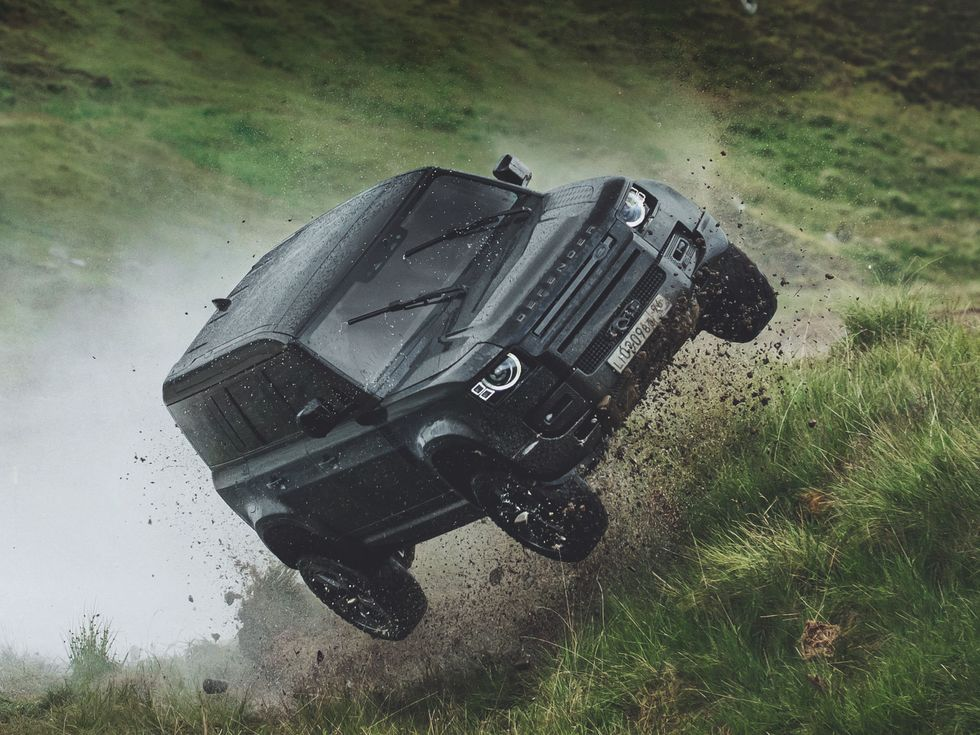 2020 Land ROver Defender stunt No Time to Die James Bond 25