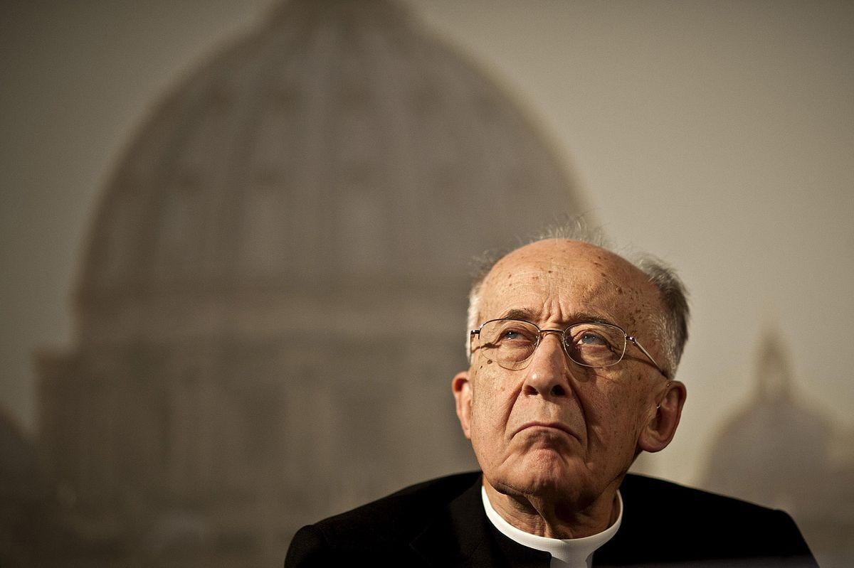 Torna don Camillo: «Se non collaborano, politici cattolici e Chiesa spariscono»
