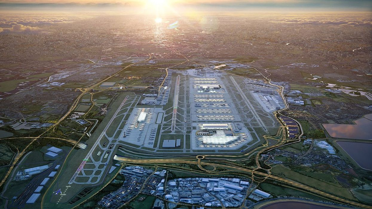 UK Airports Must Shut to Reach 2050 Climate Target, New Research Concludes