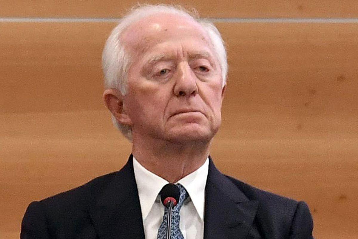 La nuova alleanza Intesa-Mediobanca mette a nudo l'outsider Del Vecchio