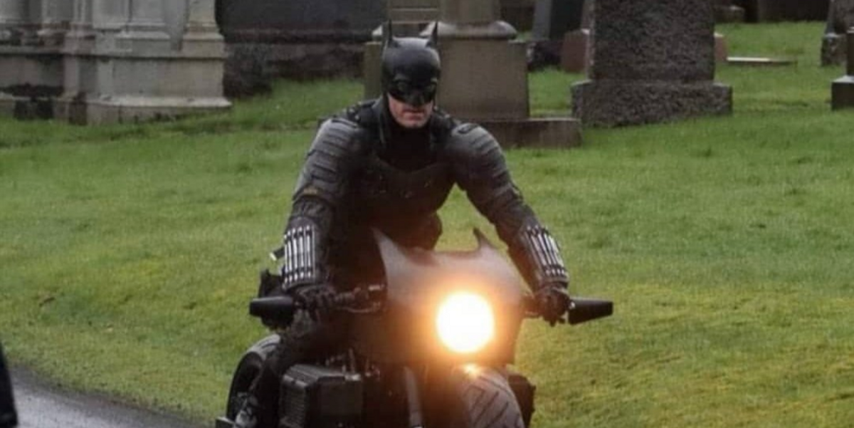VIDEO: Batman flies off motorcycle while filming new 'Caped Crusader' movie