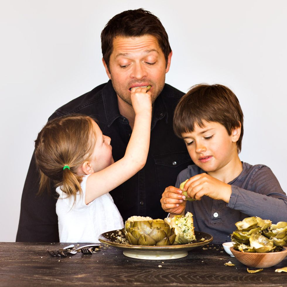 Misha Collins prepping a family meal with help from his kids.