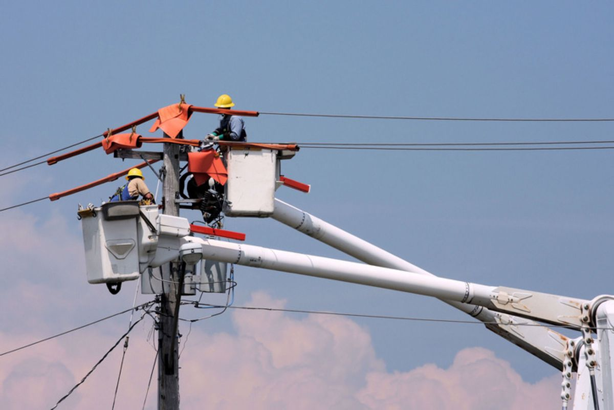 Electric professionals working